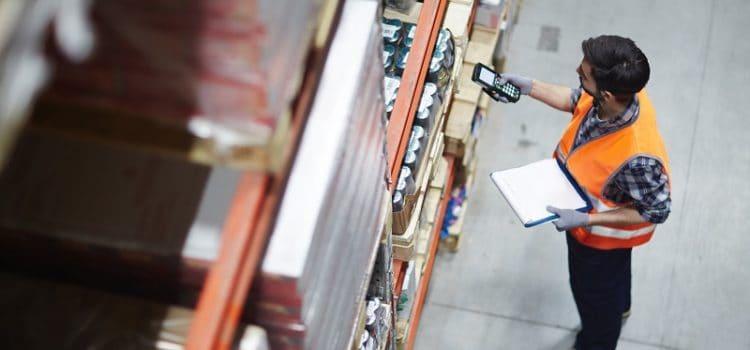 Przeglądy techniczne regałów magazynowych – dlaczego są ważne?