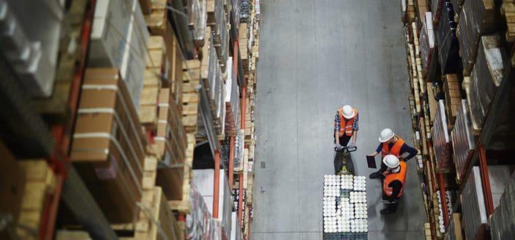 Rola szkoleń pracowniczych wbezpiecznym korzystaniu zregałów magazynowych